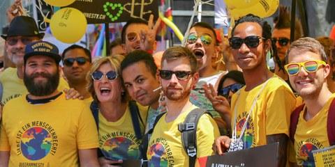 Gleiche Rechte für alle: Amnesty-Mitglieder an der Zurich Pride 2018. © Simon Mäder