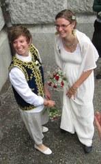 """Da es in der Schweiz noch nicht erlaubt ist, musste das Paar eine """"Nicht-richtige"""" Hochzeit im Ausland durchführen."""