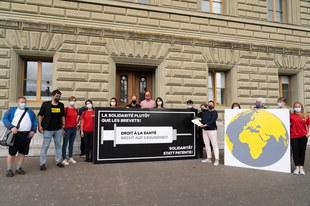 Schweiz: Mehr als 20'000 Menschen fordern weltweiten Zugang zu Covid-19-Impfstoffen