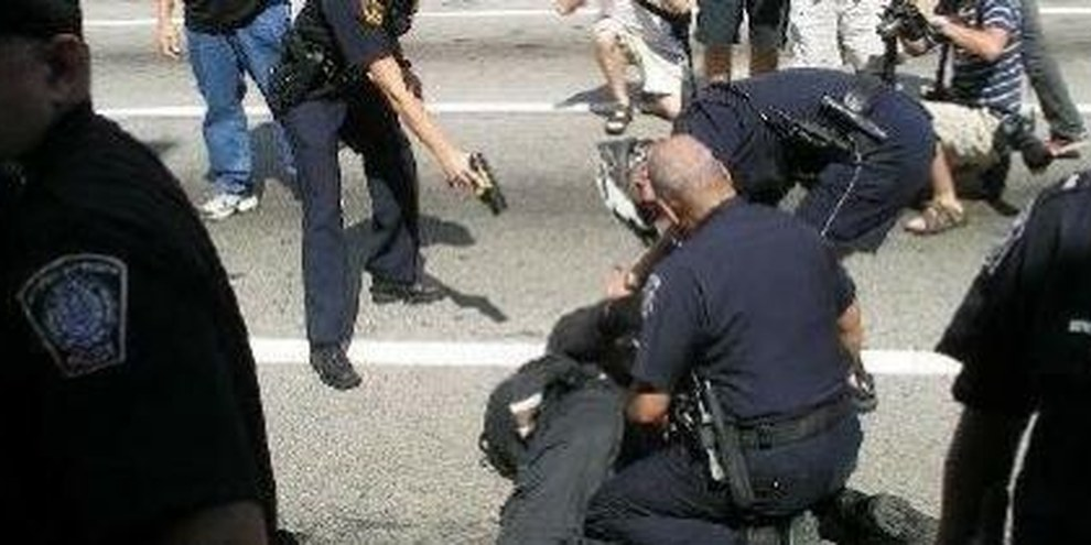 «Taser»-Waffen können tödlich sein © Matt Toups/Pittsburgh Indymedia
