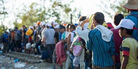Flüchtlinge in Idomeni, an der Grenze zu Mazedonien: Für Tausende von Flüchtlingen aus Syrien und dem Irak ist die sogenannte Balkan-Route via Griecheland der sicherere Weg, um nach Europa zu kommen. © Richard Burton/Amnesty International