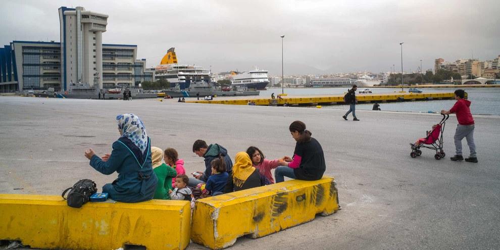 Die Asylgesetzrevision berücksichtigt die besonderen Bedürfnisse von unbegleiteten minderjährigen Asylsuchenden und von Familien mit Kindern.  © AI / Olga Stefatou