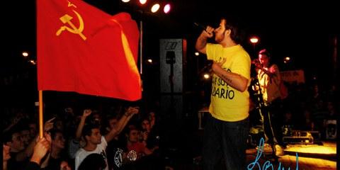 Der Rapper Pablo Hasél, den man 2014 wegen Verherrlichung des Terrorismus in seinen Youtube-Videos zu zwei Jahren Gefängnis verurteilt hatte, wird momentan wegen seiner Songtexte und Tweets verfolgt.