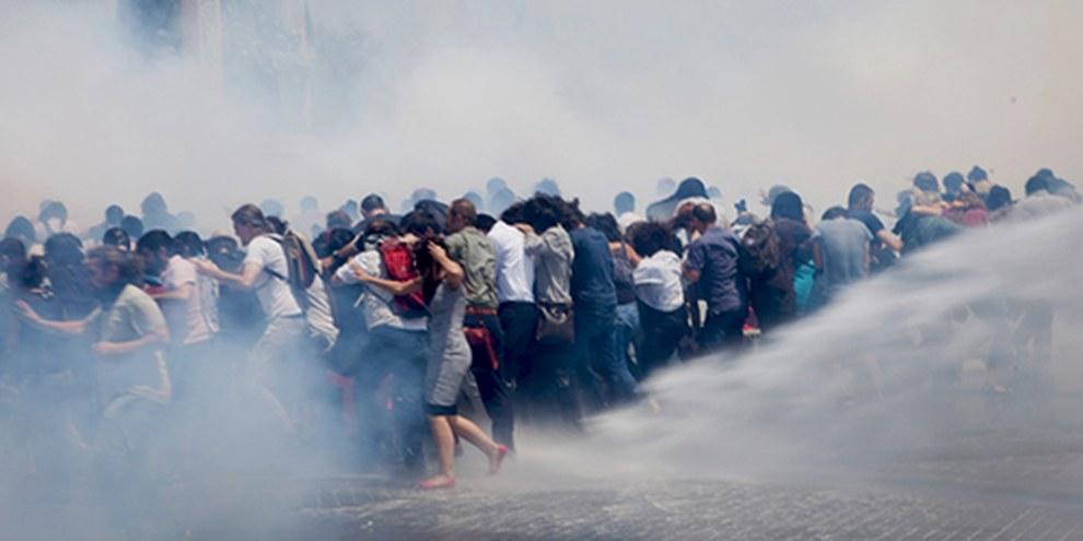 Mindestens 8'000 Demonstrierende wurden bei Polizeieinsätzen verletzt. © Eren Aytuğ/Nar Photos