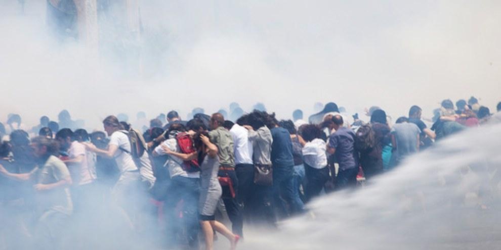 Auflösung einer Kundgebung mit Tränengas in Instanbul, 31. Mai 2013 © Eren Aytuğ/Nar Photos