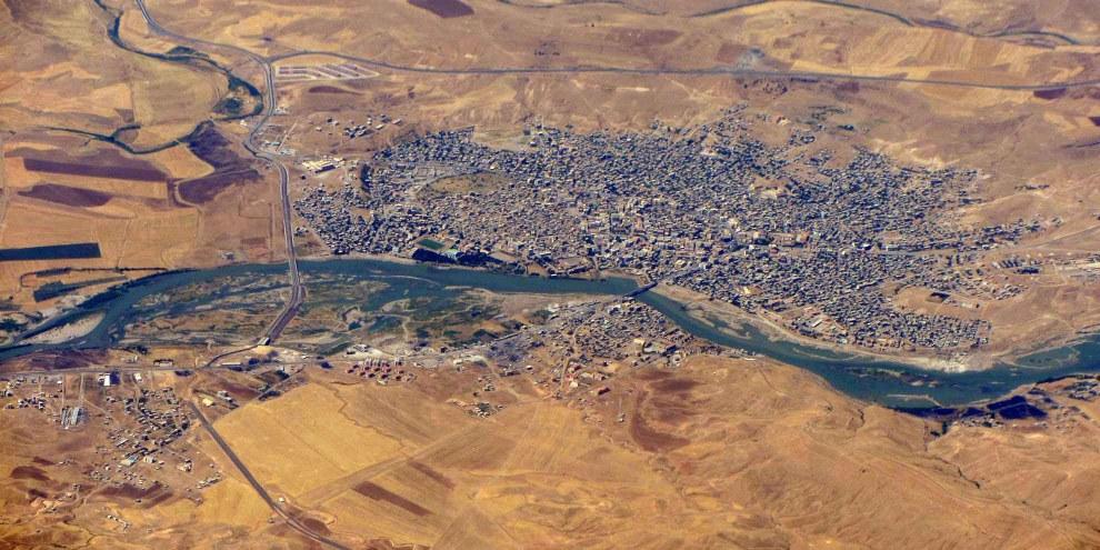 Die türkische Stadt Cizre mit dem Fluss Tigris aus der Vogelperspektive, Juli 2012. © Wikicommons, Rehman Abubakr