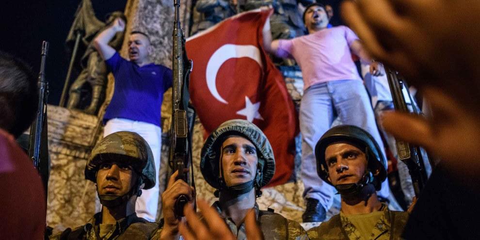 Turkische Soldaten auf dem Taksim-Platz in Istanbul beim Putschversuch vom 16. Juli 2016.