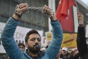 Zwischen Terror und Repression