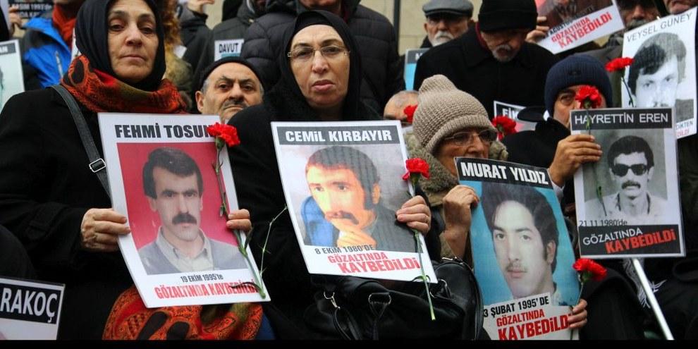 Seit August verboten: Mahnwachen der Samstagsmütter für ihre verschwundenen Angehörigen ©Emre Orman