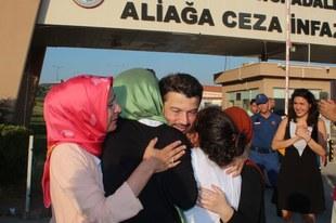 Endlich frei! Amnestys Ehrenpräsident Taner Kılıç aus dem Gefängnis entlassen