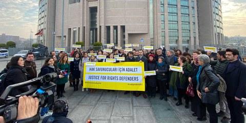 Kundgebung vor dem Gericht in Istanbul, Februar 2020. © Fırat Doğan/AI Turkey