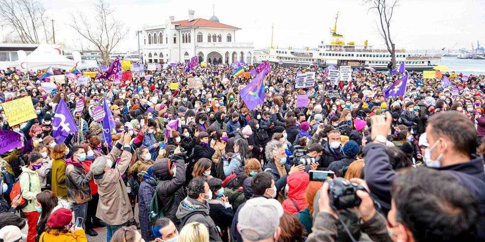 Massenprotest gegen den Rückzug der Türkei aus der Istanbul-Konvention, Ende März 2021. © Amnesty International Turkey