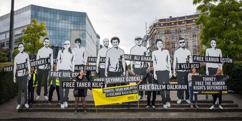 eltweit engagieren sich seit 2017 Zehntausende AktivistInnen für die angeklagten MenschenrechtsverteidigerInnen in der Türkei. © Amnesty International