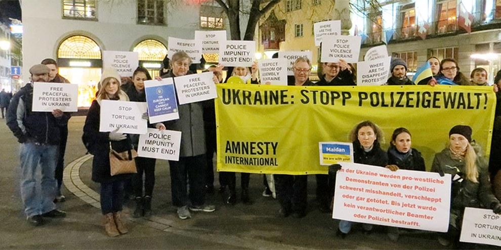 Mahnwache gegen Straflosigkeit der Polizeiübergriffe in der Ukraine, Zürich 11.02.2014 © Amnesty International