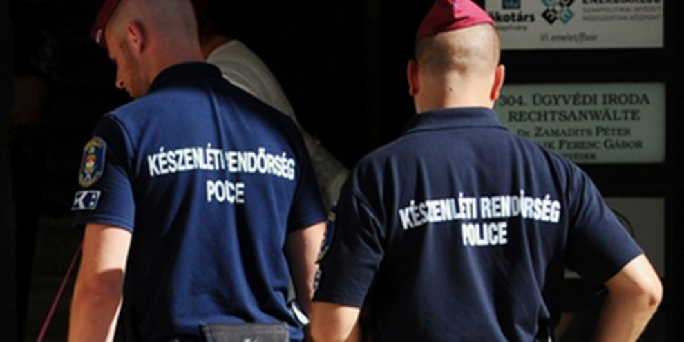 Polizei-Razzia bei der ungarischen NGO «Okotars Alapitvany» in Budapest © Attila Kisbenedek/AFP/Getty Images