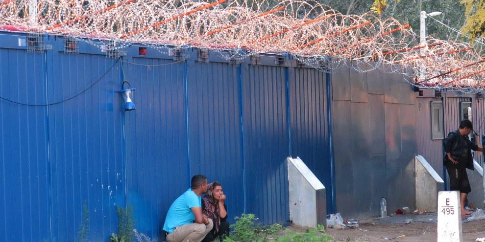 Viele Asylsuchende, die nach Ungarn gelangten, werden nach Serbien zurückgeschickt oder illegal in Flüchtlingslagern festgehalten. © Amnesty International