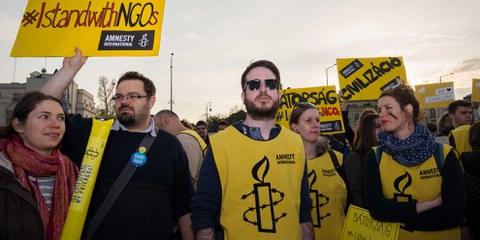 An den Protesten gegen die Einschüchterungsversuche der Regierung beteiligte sich auch Amnesty Ungarn. © Szabolcs Csaszar
