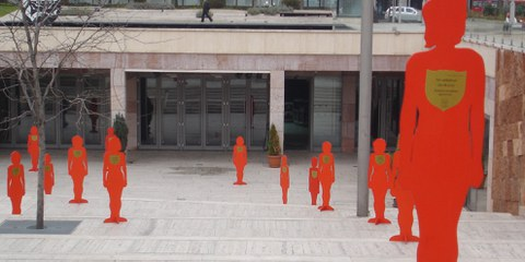Gewalt gegen Frauen und Mädchen muss als gesellschaftliches Problem erkannt werden. Aktion «Silent Witness», Budapest 2006. © Amnesty International