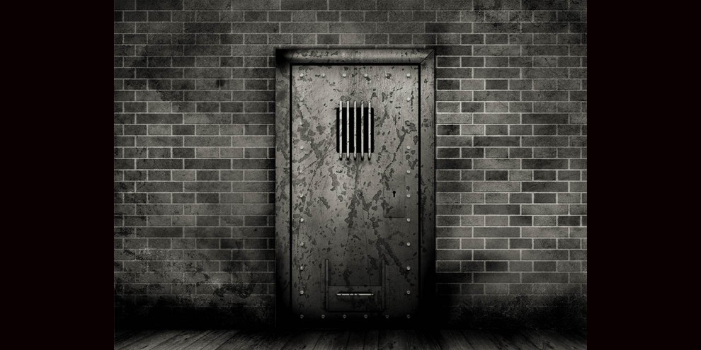 Der Bericht «Crushing Humanity. The abuse of solitary confinement in Egypt's prisons.» fasst die Fälle von 36 Gefangenen in Isolationshaft zusammen © Kjpargeter / Freepik