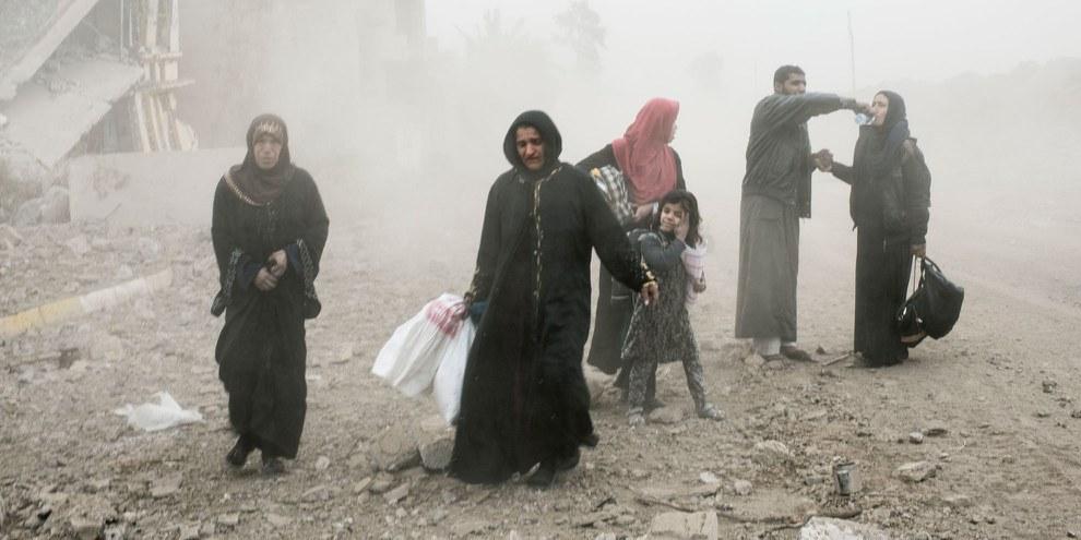Zivilpersonen flüchten vor den Kämpfen in Mossul. © Amnesty International