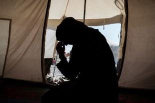 Frauen und Kinder in verzweifelter Lage