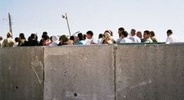 Lange Warteschlangen an der Mauer © CPT