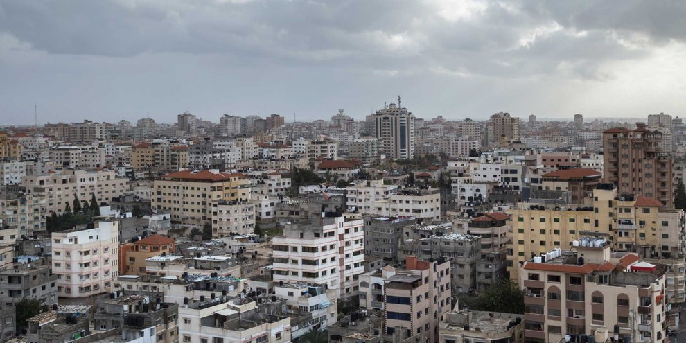 Im dichtbesiedelten und abgeriegelten Gazastreifen (hier Gaza City) sind die Lebensbedingungen hart, die Arbeitslosigkeit liegt bei mehr als 40 Prozent. Seit 2007 wird der Gazastreifen durch die Hamas kontrolliert. © Hazem Swidan /shutterstock.com