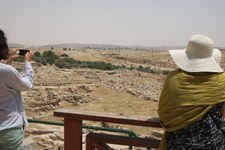 Online-Buchungsplattformen profitieren von illegalen Siedlungen