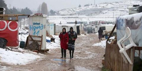 Zwei syrische Frauenflüchtlinge in einem Flüchtlingslager im Bekaa-Tal im Libanon, Januar 2016. © REUTERS/Jamal Saidi