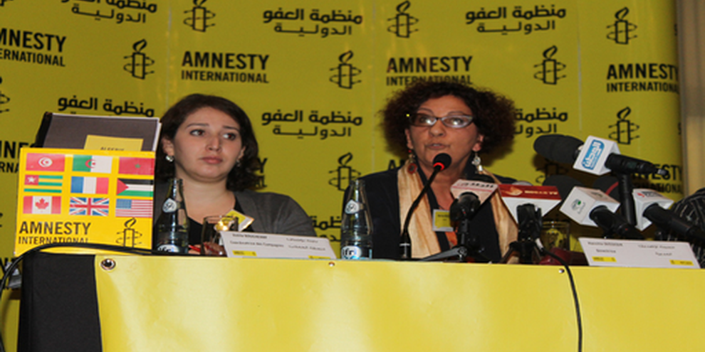 Amnesty International Algerien überreicht die Petition. November 2014 © AI