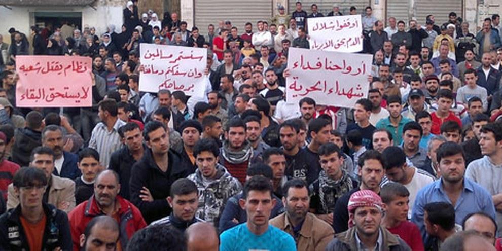 Demonstrierende in Syrien gehen grosse Risiken ein. © Demotix