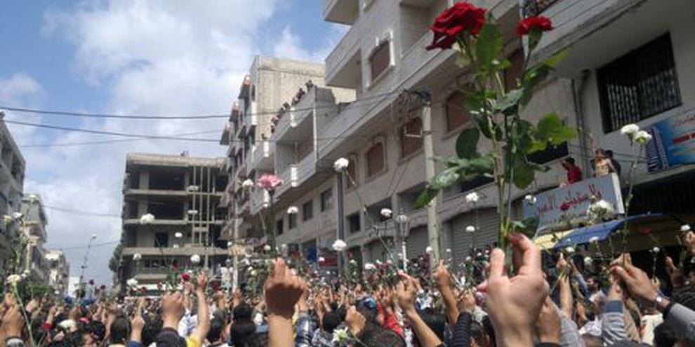 Menschen bei einer friedlichen Protestkundgebung in Baniyas, Syrien, am 6. Mai 2011. © Syria-Frames-Of-Freedom