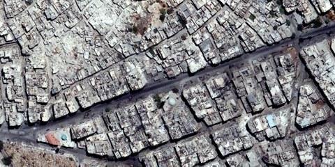 Eines der Satellitenbilder, das die immense Zerstörung in Aleppo zeigt. © DigitalGlobe 2016 — Weitere Fotos bei Klick aufs Bild.