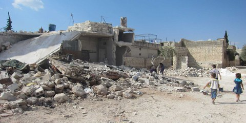 Zerstörte Häuser in Idlib. © AI