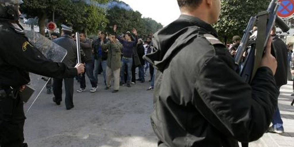 Demonstrierende treffen auf die Polizei © privat