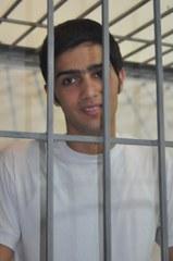 Jabbar Savalan hinter Gitter