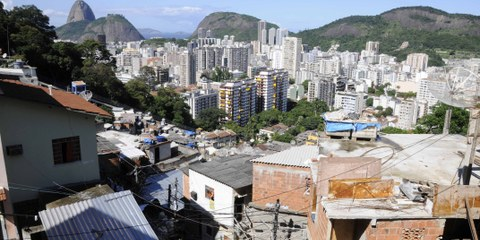 Favelas in Rio de Janeiro  © Giuseppe Bizzarri / Demotix