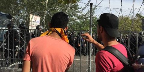 Flüchtlinge an der serbisch-ungarischen Grenze im September 2015. © Amnesty International