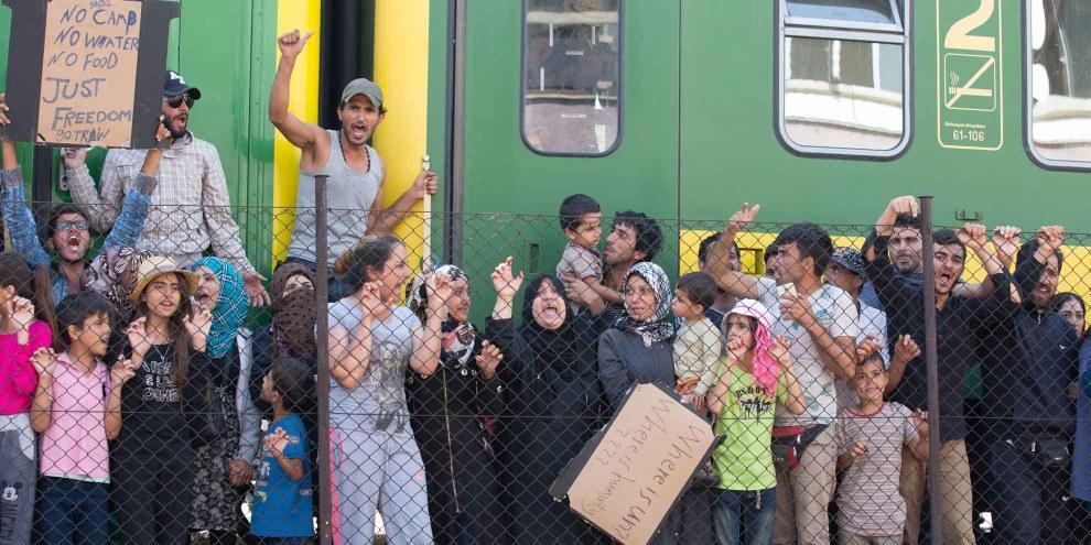 Flüchtlinge an einem ungarischen Bahnhof. | © Getty Images