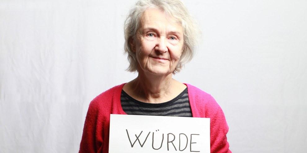 «In meinem Alter muss man sich nicht mehr rechtfertigen»: Die sanfte Rebellin Claire Musard, die den Flüchtlingen mit Würde begegnet: © Petar Mitrovic