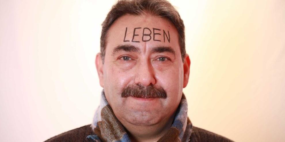 Mohamad Barakat mit dem Wort «Leben» auf der Stirn. © Petar Mitrovic