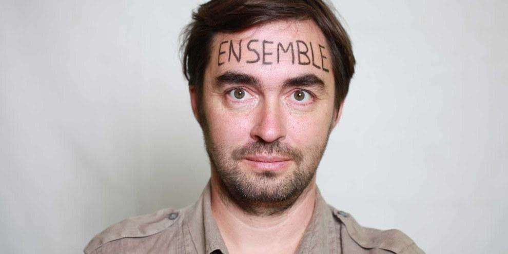 Mathieu Chaignat mit dem Wort «zusammen» auf der Stirn. © Petar Mitrovic