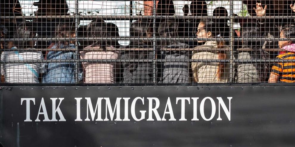 Rücktransport von MigrantInnen in Thailand © SOMRERK WITTHAYANANT / Shutterstock.com