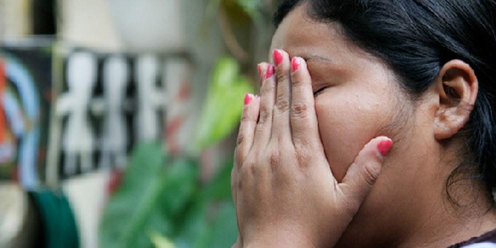 Die 18-jährige Marlene aus El Salvador wurde wegen Abtreibung angeklagt, nachdem sie eine Fehlgeburt erlitten hatte. © AI