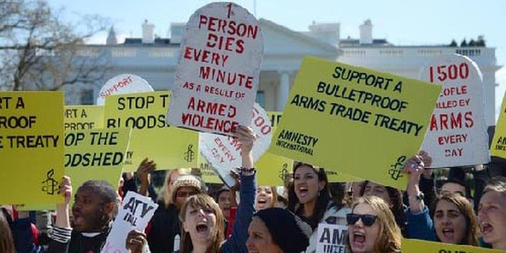 Demonstration vor dem Weissen Haus für einen starken Waffenkontrollvertrag. | © AFP/Getty Images