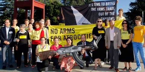 AktivistInnen aus aller Welt fordern von den Staaten eine strikte Umsetzung des Waffenhandelsabkommens. Genf, 22. August 2016. © AI/Samuel Fromhold