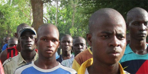 Jugendliche und sogar Kinder werden in Mali für den Krieg rekrutiert. © AI