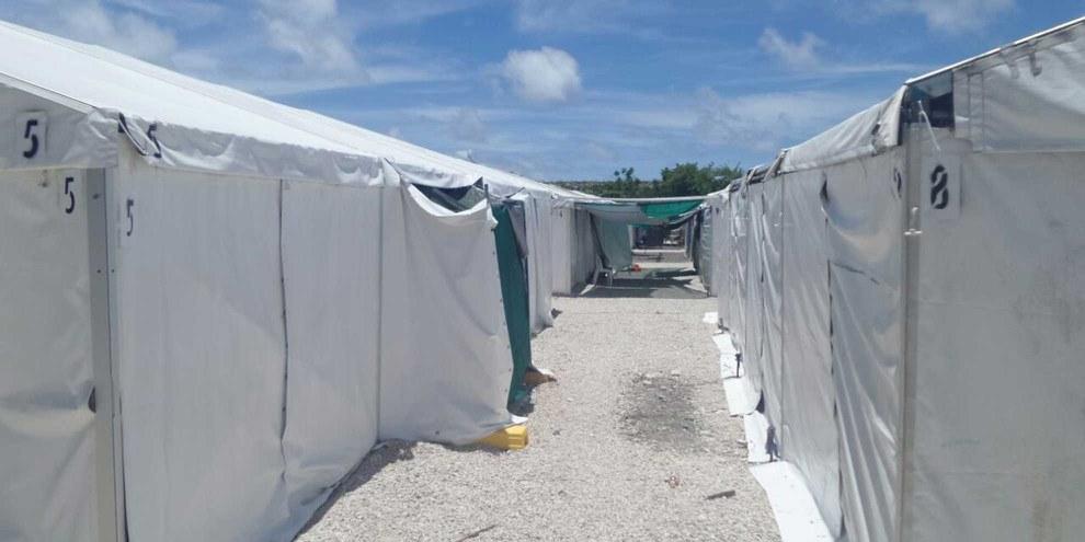 Flüchtlingscamp auf Nauru, einem Inselstaat mit etwa 10'000 EinwohnerInnen und rund 1000 Flüchtlingen, die Australien hierhin abgeschoben hat. © Privat / Amnesty International