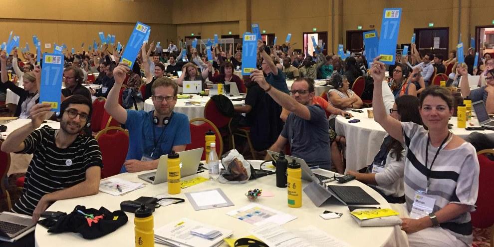 Die Schweizer Delegation am ICM in Rom bei einer der vielen Abstimmungen. © Amnesty International