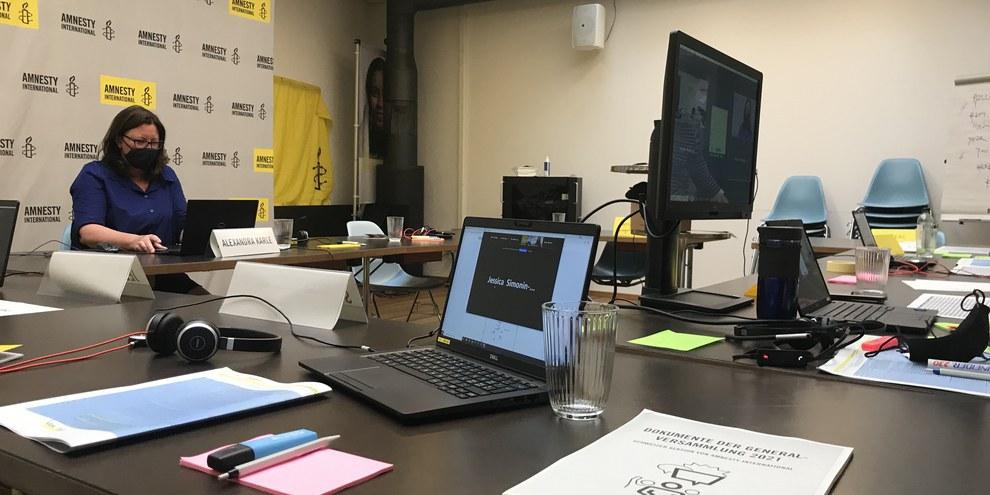 In der Zentrale der virtuellen GV 2021 von Amnesty Schweiz. © Amnesty International